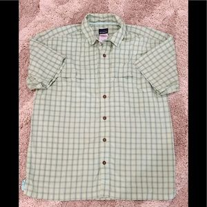 Men's Green Patagonia Short Sleeve Shirt Medium